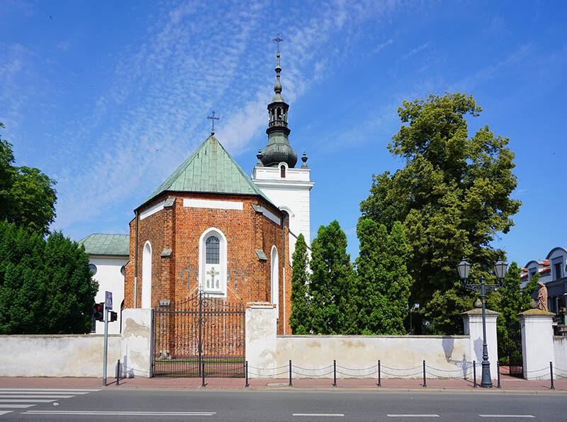 Latarnia przy murach Kościoła
