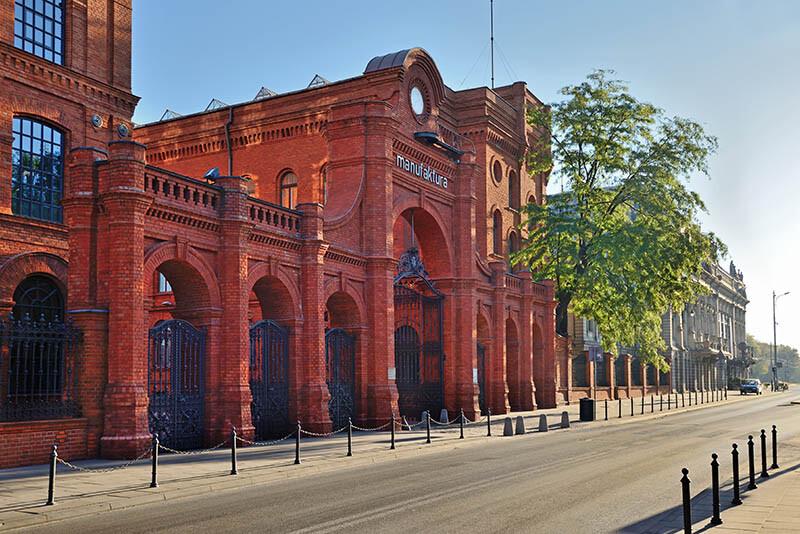 Mała architektura i budynek Manufaktura